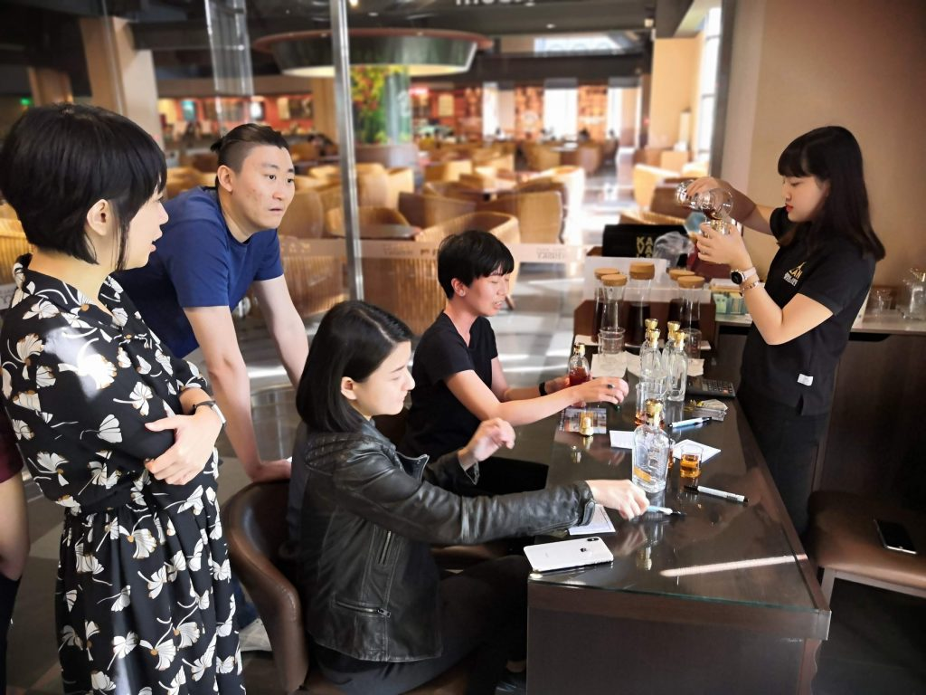 Once happy with your mix, approach the pretty Kavalan bartender for her to prepare the respective amount for you to bottle your 300ml.